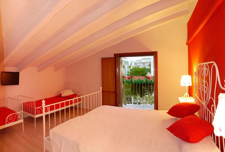 Appartamento bilocale mansardato - Camera da letto