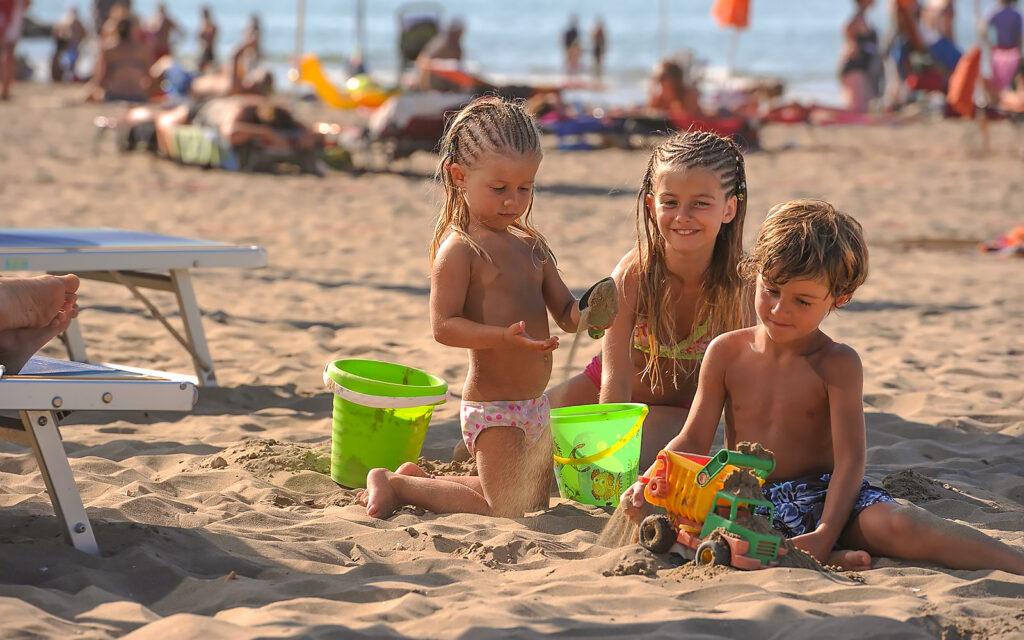 All Inclusive al mare, la vacanza migliore all'Hotel Germania di Jesolo, assieme alla tua famiglia, coi bibi e con gli amici.
