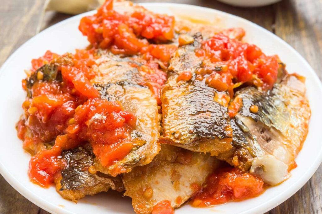Mangiare benissimo all'Hotel Germania di Jesolo! Sardine in salsa di pomodoro.